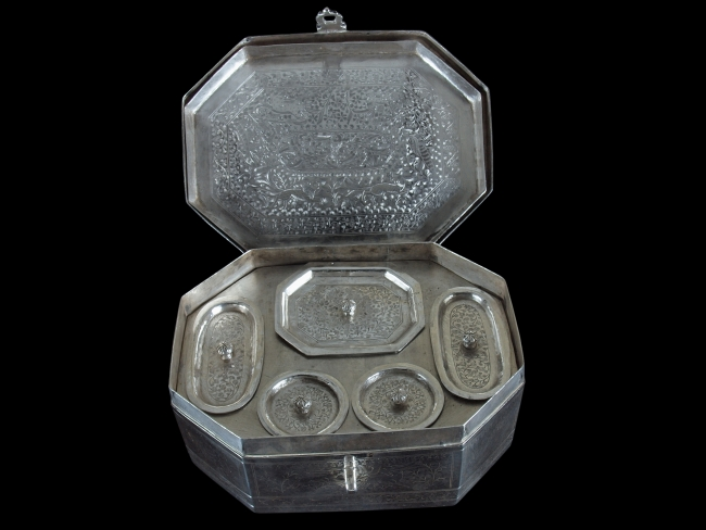 Tray set into lid to reveal inner compartments
