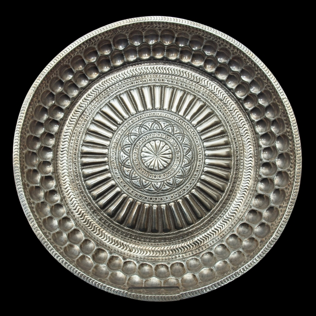 This thali can be read as a representation of an architectural tank or basin