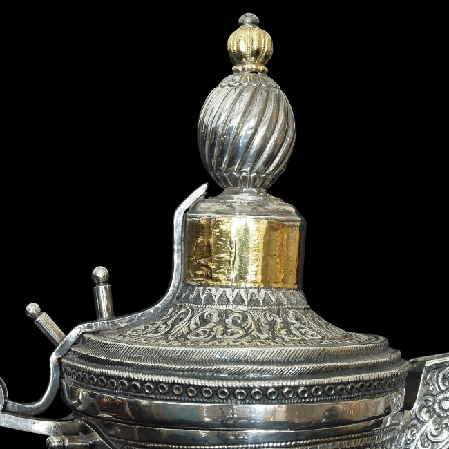 The partially gilded finial is decorated in the style of an Ottoman turban